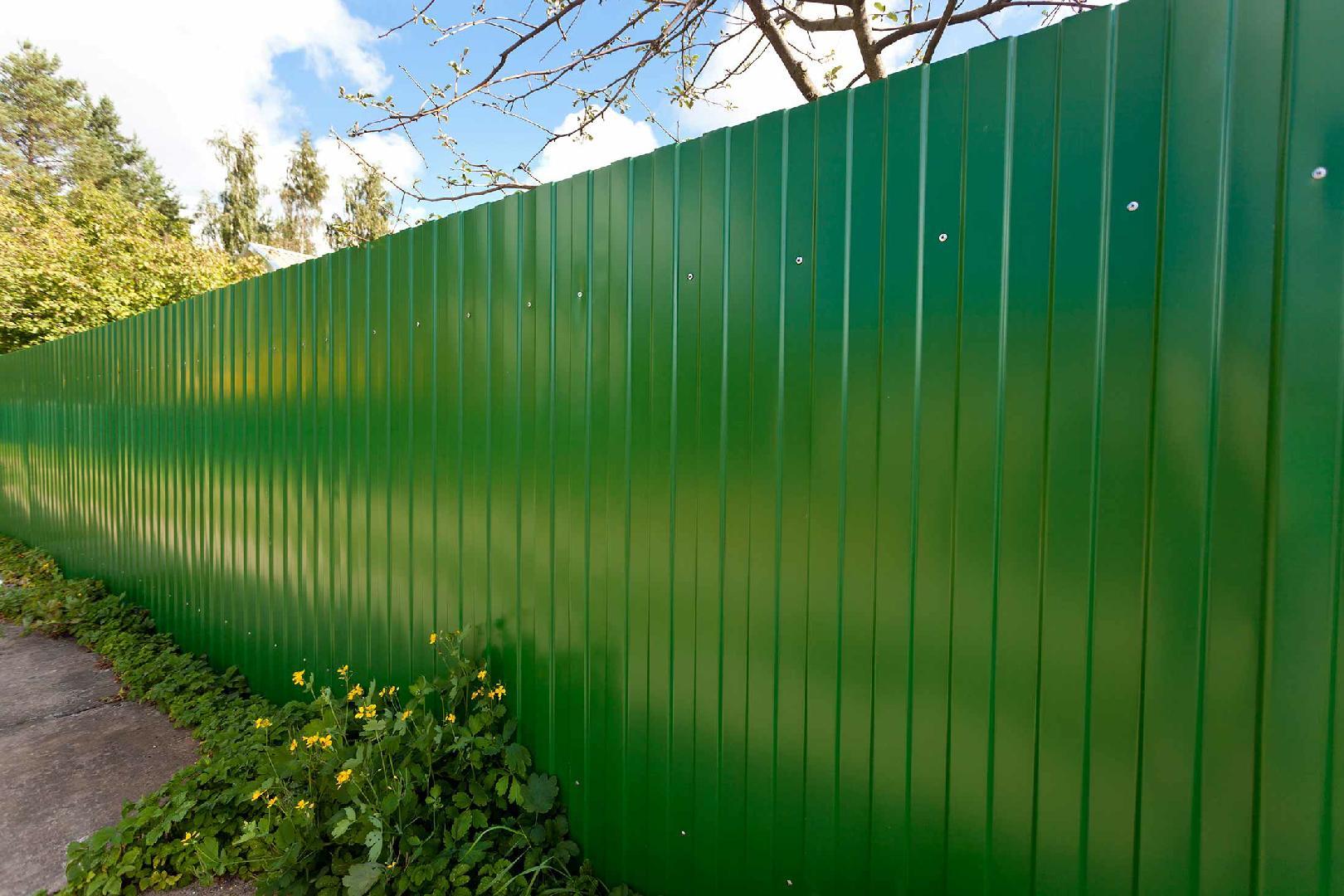видно фото забор из профнастила фотогалерея г-образной формы